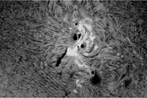 ar2371-sunspot-22jun15-mono